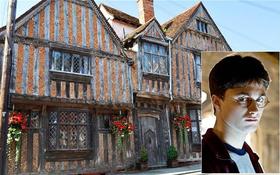 Ngôi nhà của bố mẹ Harry Potter đang được rao bán, bạn có muốn được sở hữu nó hay không?