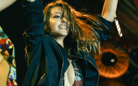 Đợi mãi cũng đến lúc Celine Farach khoe giọng hát và vũ đạo bốc lửa!