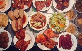 """Sài Gòn hay lắm: Cơm tấm bãi rác - vừa ăn vừa """"nghe"""" mùi rác mà vẫn cứ đông nghịt"""