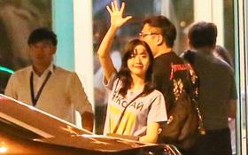 Sau 1 ngày hoạt động liên tục, Yoona vẫn vui vẻ vẫy tay chào tạm biệt fan Việt trước khi trở về Hàn