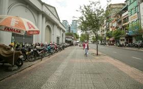 Đường phố rộng thênh thang cho người đi bộ ở Sài Gòn sau chiến dịch giành lại vỉa hè