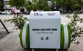 """Cận cảnh thùng rác thông minh """"biết"""" nuôi dưỡng cây xanh ở phố đi bộ Nguyễn Huệ"""