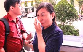 """Mẹ nữ sinh bị tạt axit ở Sài Gòn bật khóc: """"Quyên làm con tôi ra nông nỗi này mà còn chối tội"""""""