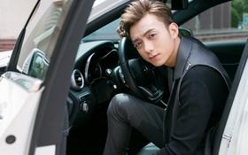 """Soobin Hoàng Sơn cực điển trai, tự lái xe đến trường quay """"The Voice Kids"""""""