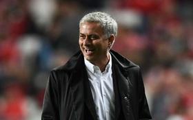 """Mourinho phản ứng """"bá đạo"""" trước những lời chỉ trích"""
