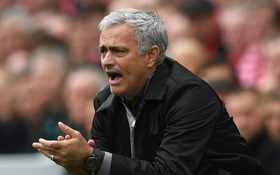 """Mourinho móc mỉa các HLV Premier League là """"đám lèm bèm mít ướt"""""""