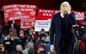 Arsene Wenger: Hãy ra đi như huyền thoại, thay vì kẻ chiến bại