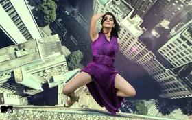 """Xin quỳ với tư thế """"nhảy lầu"""" khó đỡ của thí sinh """"Next Top Ấn Độ""""!"""