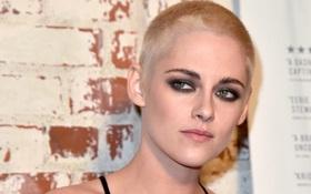 Kristen Stewart gây bất ngờ khi cạo đầu, nhuộm tóc vàng bạc kim quá nam tính