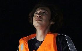 """""""Thánh lầy"""" Lee Kwang Soo bật khóc xin bỏ cuộc khi bị """"lạc trôi"""" giữa đại dương"""