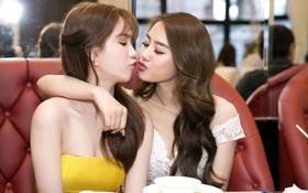 """Ngọc Trinh xuất hiện """"tươi roi rói"""", tạo dáng hôn môi với Linh Chi giữa sự kiện"""