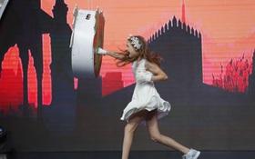 """Khán giả Việt bất ngờ với cô bé 10 tuổi người Nga """"thích phá hoại mọi thứ"""""""