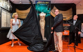 Không biết mặc xong chiếc váy minh tinh giá 109 tỷ đồng thì người có sang hơn không nhỉ?