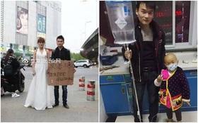 """Trung Quốc: Người phụ nữ trẻ mặc váy cô dâu đứng giữa đường, chồng ở bên cạnh giơ biển """"bán vợ cứu con"""""""