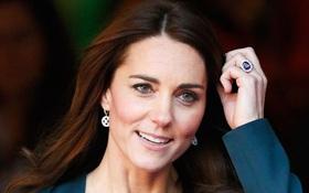 Câu chuyện ngọt ngào về chiếc nhẫn cầu hôn xinh đẹp trên tay công nương Kate Middleton