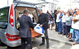 HLV Mourinho buồn rười rượi đưa tiễn cha lần cuối