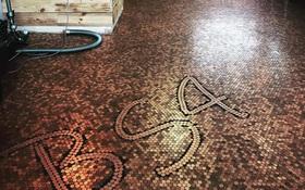 Quán cắt tóc độc đáo với sàn nhà được lát từ 70.000 đồng xu