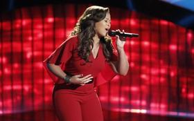 """""""The Voice Mỹ"""" trở lại đầy cảm xúc với cô gái vừa chiến thắng bệnh ung thư!"""