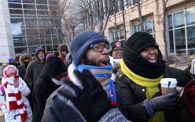 Hàng nghìn người bất chấp lạnh giá, chờ nhiều giờ để mua vé dự lễ chia tay Tổng thống Obama