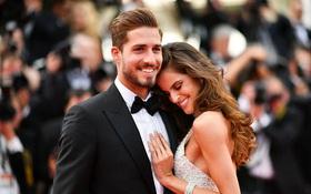 """""""Thiên thần Victoria's Secret"""" e ấp bên thủ thành trai đẹp người Đức trên thảm đỏ Cannes"""