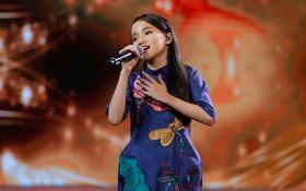 """Văn Mai Hương phong tặng """"thần đồng"""" cho cô bé 11 tuổi hát về Nghệ An"""