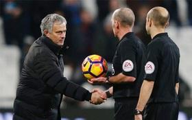 Man Utd hưởng lợi từ trọng tài, Mourinho nhún vai coi khinh