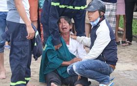 Cha mẹ khóc ngất bên thi thể 3 học sinh lớp 9 chết đuối tại biển Đà Nẵng