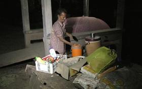 Hơn 10 năm trôi qua, cụ già 60 tuổi vẫn sống bên lề đường chờ vợ bỏ đi và con trai đã chết quay về