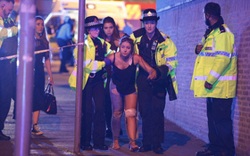 Khung cảnh hỗn loạn sau vụ nổ bom trong show nhạc Ariana Grande khiến ít nhất 70 người thương vong