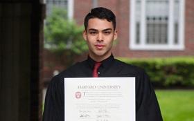 Câu chuyện chàng trai tốt nghiệp đại học Harvard khiến nhiều người rơi nước mắt