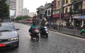 Cuối cùng thủ đô Hà Nội đã có mưa sau những ngày vật vã vì nắng nóng