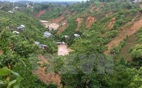 Mưa lớn gây lở đất chôn vùi hàng trăm người ở Bangladesh