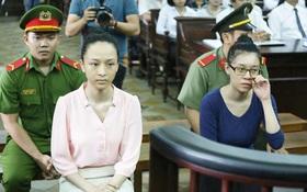 Hoa hậu Phương Nga nhìn Thùy Dung mỉm cười khi luật sư đề cập chữ ký nghi của ông Cao Toàn Mỹ
