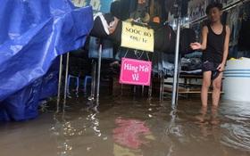 Hà Nội: Chợ Nhà Xanh nước ngập sâu hơn 1m sau bão số 2