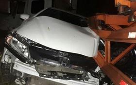 Xe container đâm trực diện vào ô tô Uber, tài xế và đôi nam nữ hoảng loạn kêu cứu giữa Sài Gòn