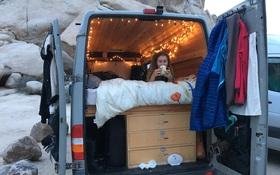 Không muốn đau đầu vì tiền thuê nhà hàng tháng, cô gái biến xe chở hàng thành ngôi nhà di động