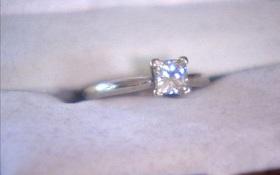 Bất ngờ tìm lại được nhẫn kim cương sau 9 năm tại đúng nơi đã đánh mất năm xưa