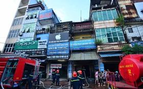 Cháy lớn ở Hà Nội lúc 3h sáng, cảnh sát PCCC cắt khóa tầng 2 dập lửa