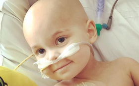 Đau đớn vì con gái 2 tuổi bị ung thư, người mẹ này vẫn không thể im lặng trước những việc mà y tá làm