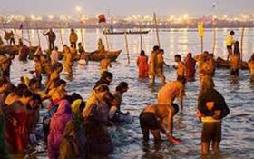 Chết do giẫm đạp lên nhau trong lễ hội tắm sông ở Ấn Độ