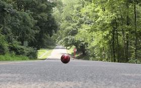 """Bí ẩn về quả bóng đang lăn lên hay xuống dốc khiến giới khoa học phải """"căng não"""" kết luận"""
