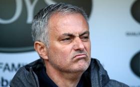 Mourinho san bằng chuỗi thành tích ấn tượng của Sir Alex 6 năm trước