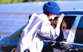 """Người hâm mộ thích thú khi biết được danh tính chàng """"fanboy"""" bám chặt vào cửa xe của Seungri (Big Bang) để trò chuyện tại sân bay"""
