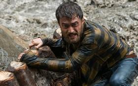 """Daniel Radcliffe đối mặt tử thần trong tác phẩm sinh tồn giữa rừng già """"Jungle"""""""