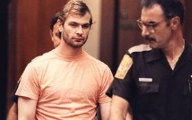 """Sống với người mẹ trầm cảm, cậu bé vui vẻ trở thành """"con quỷ"""" của nước Mỹ với 17 tội danh giết người"""