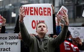 CĐV Arsenal biểu tình lần 2 đòi sa thải Wenger