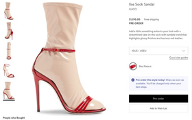 """Đến Gucci cũng nhập cuộc xu hướng giày dép """"độc"""" với đôi sandals kèm tất nhựa khiến dân tình hốt hoảng"""