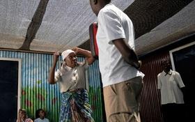 Phụ nữ cao tuổi Kenya luyện võ để phòng, chống cưỡng bức