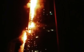 """Tháp """"Đuốc"""" 79 tầng ở Dubai cháy ngùn ngụt"""