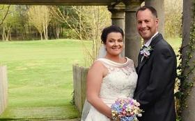 Sau khi kết hôn, cô dâu quyết định cắt phăng chiếc váy cưới vì một lý do đau lòng
